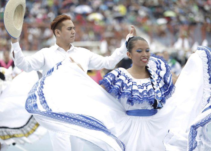 Los bailes típicos embellecieron el show | Foto Presidencia