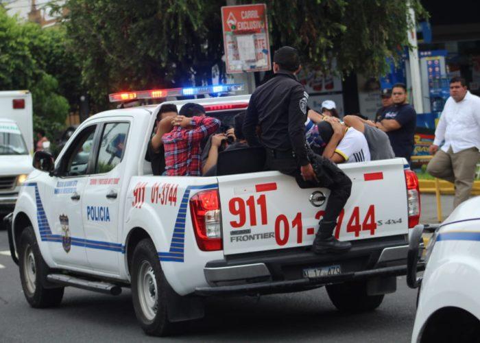 La policía realizó capturas durante los desfiles | Foto Ernesto Martínez
